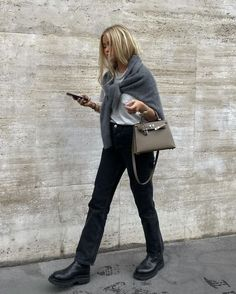 black jeans with a white tee and chunky black boots, completed with a grey sweater #winterfashion #winteroutfit Winter Fashion Outfits, Fall Winter Outfits, Look Fashion, Autumn Winter Fashion, Fall Outfit Ideas, Autumn Fall, Fashion 2020, Fashion Pants, Looks Street Style