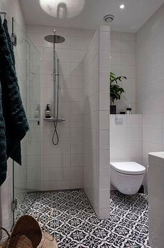 Een fijne badkamer betekent niet per definitie dat een badkamer ook groot moet zijn. Ook kleine badkamers kunnen super fijn zijn. Dat hebben we hier vaker laten zien. De kleine badkamer met de witte ronde mozaïektegeltjes is daar een heel goed voorbeeld van. We hebben ook een keer binnen gekeken in een super fijne badkamerKeep Reading
