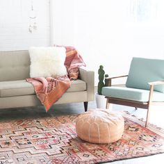 peruvian blanket // frazada // moroccan rug // pink beautiful rug // boujaad rug // vintage carpet // mid century modern lounge chairs // scandinavian chair // brass wall hanging // bohemian decor // eclectic