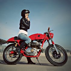 Jan Sallings' little Honda 350 cafe racer just oozes style.