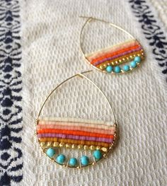 Jewelry Making Beads SFC Design: Slow Jewelry, beaded hoops - great choice of bead colors and shapes. Wire Jewelry, Boho Jewelry, Jewelry Crafts, Beaded Jewelry, Jewelry Accessories, Handmade Jewelry, Jewelry Design, Jewelry Shop, Leather Jewelry