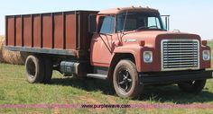1975 International Loadstar 1600 grain truck   Item H5712   ...