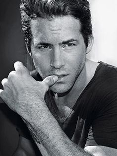 Ryan Reynolds - actor - sexy - hot man - Handsome