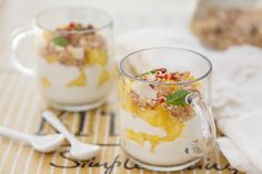 Ananas-Protein-Becher - Rezept | GuteKueche.de Panna Cotta, Protein, Ethnic Recipes, Food, Low Fat Cream Cheese, Pineapple Recipes, Apple Juice, Mint, Berries