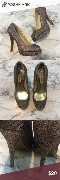 Steve Madden heels N.344a great condition karo style glitter heels! Fun for a dance or party! No flaws to note, the glitter will fall off occasionally! Steve Madden Shoes Heels