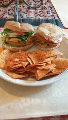 Salmon burger with avocado , lettuce , cheese , onion , tomatoes , mayonaise . with salsa chips