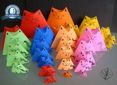 Terceiro post da parceria Filiperson Papéis Especiais. Dedoche de origami para o Dia das Crianças 2015! Sabe o que é um dedoche? Dedoches são fantoches utilizados nos dedos que podem ser usados para contar histórias e fazer teatro infantil. Os dedoches das fotos foram dobrados com os papéis Filipinho Color Cards Lumi e Filipinho Color, especiais para origami. Mais informações dos papéis na loja virtual: www.lojafilipaper.com.br Diagrama no Abraços Dobrados.