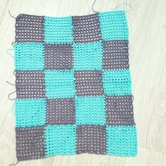 plaid summer sweater panel Black Crochet Dress, Summer Sweaters, Crochet Poncho, Handmade Clothes, Free Pattern, Crochet Patterns, Plaid, Quilts, Knitting