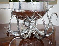 Octopus Punch Bowl from Horrific Finds Octopus Decor, Octopus Design, Decoration Design, Home And Deco, Cthulhu, My New Room, Punch Bowls, A Table, Dining Table
