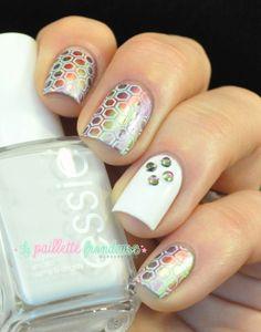 Le cas du strass multichrome born pretty store - #nail #nails #nailart http://lapaillettefrondeuse.blogspot.be/2014/03/le-cas-du-strass-multichrome.html