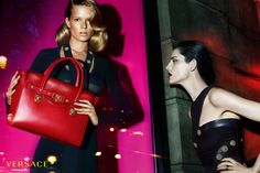 Anna Ewers and Stella Tennant by Mert and Marcus for Versace Fall/Winter Ad Campaign Stella Tennant, Gianni Versace, Donatella Versace, Versace Versace, Versace Fashion, Luxury Fashion, Linda Evangelista, Versace Black Dress, Versace Family
