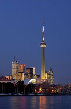Picture of the CN Tower at night in Toronto Canada Toronto Cn Tower, Toronto City, Downtown Toronto, Toronto Travel, Toronto Images, Places To Travel, Places To Go, Toronto Ontario Canada, Toronto Skyline