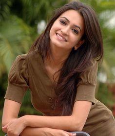 Sexy eyes more sensational🌺🌱🌺 💃💝 Vip Bold Indian escorts in Dubai. Kirti Kharbanda, Bollywood Images, Indian Face, Cinema Actress, South Indian Actress, Indian Celebrities, India Beauty, Stylish Girl, Indian Girls