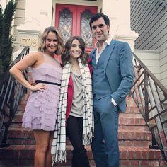 Kimmy, Ramona & Fernando in front of the Full House house. Fuller House - Andrea, Soni & Juan Pablo
