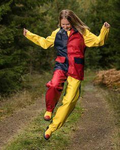 - Farmerrain workwear - Sofie in cotton classic with a beautiful frieser horse. Rain Jacket, Bomber Jacket, Pvc Fabric, Rain Suit, Rain Gear, Bronze, Girls In Love, Girls Wear, Playsuit