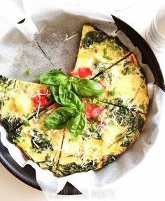 Frittata, to świetny sposób szybkie śniadanie, lunch lub ciepłą kolację z jednej patelni. Podsmażone warzywa zalane roztrzepanymi jajkam...