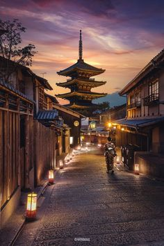 Kyoto ~ Japan ~ 📸 ~ Architecture et design Stunning Photography, Landscape Photography, Travel Photography, Film Photography, Travel Pictures, Cool Pictures, Castle Pictures, Japan Photo, Japan Picture