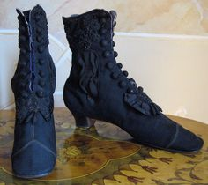 1874 - Identical boots in black fabric with stretch side insert. ____ (translated from Italian by Google)