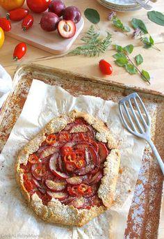 Tarte rustique tomates, prunes et parmesan (option sans lactose)• Tomato…