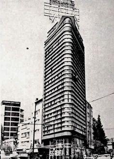 Edificio en Insurgentes y Londres, México, DF 1950    Arquitectos: Enrique Ortiz y Francisco López García -    Building on the corner of Insurgentes and Londres, Mexico City 1950