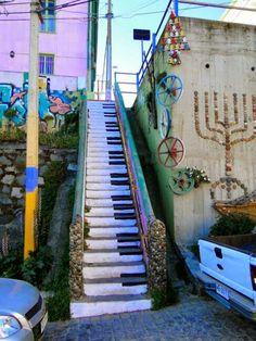 Cool graffiti..musical strret art