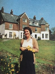 Take a Peek Inside Laura Ashley's 1976 Print-Crazy Home * CountryLiving.com