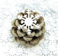 Snowflake Paper Punches Confetti Large White Snowflakes for Winter Weddings, Parties, Scrapbooking