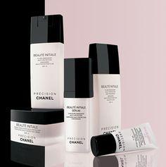 Chanel bringt uns den Frühling auf die Haut mit der Beauté Initiale -Linie - gegen das winterliche Blassgrau unserer gestressten Haut.