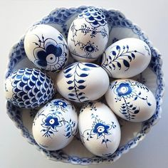 Beginning Easter week with these stunning Royal Copenhagen-inspired blue-and-white beauties by 💙💙💙 Egg Crafts, Easter Crafts, Diy And Crafts, Easter Decor, Cool Easter Eggs, Hoppy Easter, Easter Food, Easter 2018, Easter Egg Designs