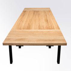 Stół drewniany ASTORIA to idealny wybór do wnętrz zaaranżowanych w stylu loft i industrialnym. Charakterystyczną cechą modelu jest prosta i wyrafinowana, stalowa podstawa, przywołująca na myśl surową formę stołów fabrycznych i rzemieślniczych. Konstrukcja łączy prostotę z trwałością materiałów wykonania i minimalizmem eleganckiej formy. W połączeniu z wybarwieniem blatu dębowego w kolorze tabak lub czerń, stół podkreśli jeszcze wyraźniej swój industrialny i lofotwy charakter. Dining Table, Furniture, Home Decor, Decoration Home, Room Decor, Dinner Table, Home Furnishings, Dining Room Table, Diner Table