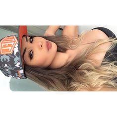 do snap: hummer_aj 🍁 Beautiful Person, Beautiful Women, Tumblr Girls, Ulzzang Girl, Ombre Hair, Pretty Face, Cute Girls, Amanda, Photoshoot