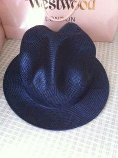 ヴィヴィアンウエストウッド マウンテンハット ストロー 紺  Vivienne Westwood Mountain Hat   Worlds end、ワールズエンド  濃紺です。