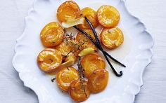 Vanilla and thyme baked apricots recipe - Telegraph Apricot Recipes, Lemon Recipes, Sweet Recipes, Easy Dinner Party Desserts, Delicious Desserts, Yummy Food, Le Diner, Food Shows, Desert Recipes