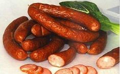 Easy Slow Cooker Beans and Sausage - News - Bubblews Gourmet Recipes, Crockpot Recipes, Slow Cooker Beans, Sausage Meatballs, Chinese Sausage, Beans And Sausage, How To Make Sausage, Sausage Making, Harbin