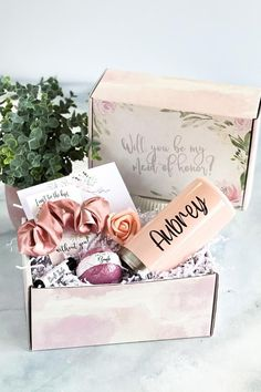Will you be my bridesmaid? Our Bridesmaid Proposal box with bridesmaid tumbler (a personalized bridesmaid slim can cooler) is the perfect way to ask your bridesmaids to be in your wedding! When it comes to asking bridesmaids, this done-for-you bridesmaid gift box makes such an easy bridesmaid proposal idea. Your bridesmaids will love this bridesmaid gift idea. A bridesmaid proposal card is included to write a bridesmaid proposal note. We have more asking bridesmaids ideas! #bridalpartygifts Cute Bridesmaids Gifts, Bridesmaid Thank You, Bridesmaid Gift Boxes, Bridesmaid Proposal Cards, Asking Bridesmaids, Will You Be My Bridesmaid, Bridesmaid Ideas, Thoughtful Wedding Gifts, Gifts For Wedding Party