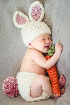 When the flowers start to bloom and baby birds start testing out their wings, you know that spring has finally arrived. Baby Bunny Costume, Crochet Baby Costumes, Crochet Baby Clothes, Crochet Outfits For Babies, Easter Outfit For Girls, Accessoires Photo, Baby Cocoon, Foto Baby, Crochet Bebe