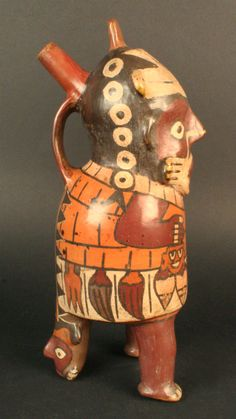 5/ NAZCA - Botella silbato antropomorfa. Bouteille-sifflet. Periodo: Intermedio Temprano 100 a.C.- 700 d.C. Peinture rehaussée de contours noirs. 26 cm. Museo Chileno de Arte Precolombino