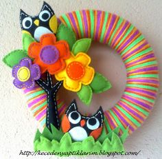 Owl wreath - instead of flowers for treetops use hearts and a Valentine's Day color scheme!