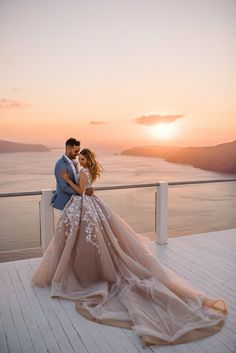 Lace V Back Princess Ball Gown Wedding Dress Champagne/ Ivory Bridal Gowns - Kleider Bridal Gowns, Wedding Gowns, Wedding Bells, Wedding Shoes, Wedding Cake, Wedding Reception, Bouquet Wedding, Wedding Favors, Lace Wedding