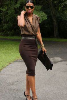 DIY Quick and Easy High Waisted Pencil Skirt / brown / work outfit / office High Waisted Pencil Skirt, Pencil Skirts, Pencil Skirt Outfits, Pencil Skirt Dress, Pencil Skirt Work, Pencil Dresses, Cooler Look, Outfit Trends, Outfit Styles
