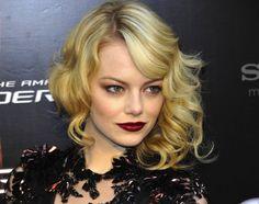 Vamp Out: Sexy, Dark Beauty Looks to Try This Season Dark Beauty, Lipstick Style, Burgundy Lipstick, Walk Of Shame, Red Carpet Hair, Dark Lips, Loose Curls, Emma Stone, Beauty Trends