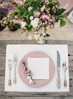 春ウェディングのテーブルセット