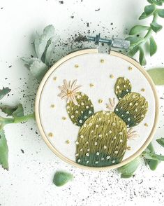 Cacti Hoop - Stickerei - Best Picture For cactus flower For Your Taste You are looking for something, and it is going to t - Hand Embroidery Patterns Free, Hand Embroidery Art, Christmas Embroidery Patterns, Embroidery Flowers Pattern, Simple Embroidery, Modern Embroidery, Vintage Embroidery, Embroidery Stitches, Embroidery Fashion