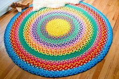 Colorful diy tshirt rug Pictures, inspirational diy tshirt rug and rainbow rug 2 32 diy t shirt latch hook rug Sewing Crafts, Sewing Projects, Diy Crafts, Upcycled Crafts, Braided T Shirts, Rainbow Braids, Tapis Design, Recycled T Shirts, Braided Rugs