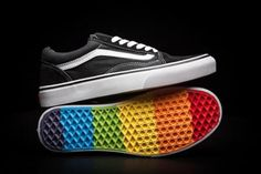 Vans Pride Old Skool Rainbow Sole Unisex Shoes - Trend Baby Rainbow 2020 Vans Customisées, Cool Vans Shoes, Vans Shoes Women, Buy Vans, Nike Air Shoes, Vans Shop, Custom Slip On Vans, Custom Vans Shoes, Lgbt