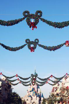Noël à Disneyland ! http://www.heydickface.com/2013/12/disneyland-paris-noel.html