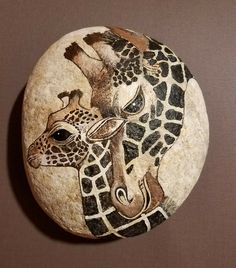 47 Awesome Cute Rock Painting Design Ideas - Belezza,animales , salud animal y mas Giraffe Painting, Giraffe Art, Pebble Painting, Pebble Art, Stone Painting, Painting Art, Rock Painting Ideas Easy, Rock Painting Designs, Paint Designs