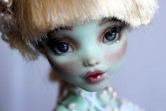https://flic.kr/p/UQpwUq | Blanca - custom OOAK Monster High Doll repaint | www.etsy.com/uk/listing/520825516/blanca-custom-ooak-mons...