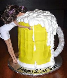 Beer drinking barbie beer mug cake. Better than the regular barbie cake. Funny Birthday Cakes, Funny Cake, Birthday Cakes For Men, Birthday Cupcakes, Birthday Parties, 21 Birthday, Funny Cupcakes, Birthday Beer, Birthday Gifts