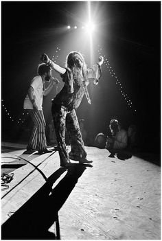 Janis Joplin took the stage at Woodstock on August 17th, 1969 at 2:00 AM. pic.twitter.com/BUgY6tbEWF